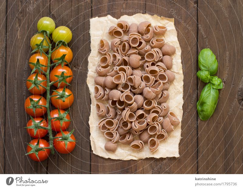 Whole wheat pasta, tomatoes and basil Vegetable Dough Baked goods Herbs and spices Nutrition Vegetarian diet Diet Dark Fresh Healthy Brown Green Red Basil
