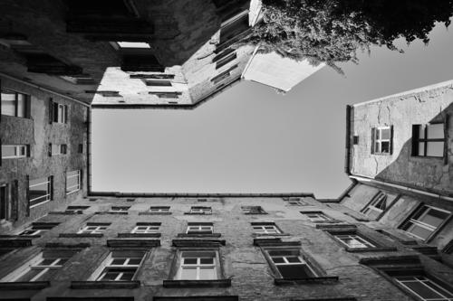 City House (Residential Structure) Senior citizen Berlin Moving (to change residence) Capital city Downtown Old town Old building Courtyard Lose Prenzlauer Berg