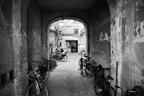 City House (Residential Structure) Senior citizen Berlin Living or residing Bicycle Capital city Downtown Old town Wheel Old building Backyard Courtyard Passage
