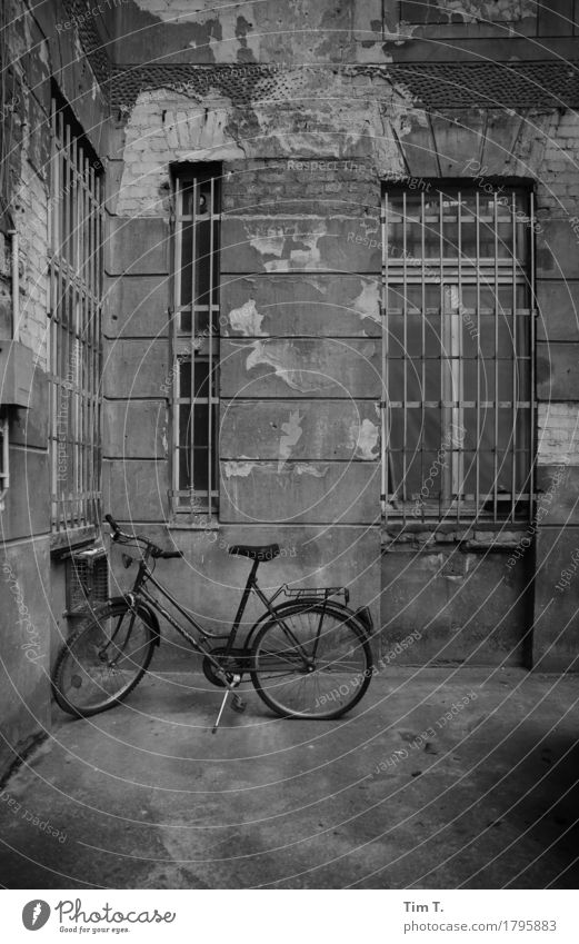Backyard Berlin Prenzlauer Berg Town Capital city Downtown Old town House (Residential Structure) Window Decline Past Transience Bicycle Grating Courtyard