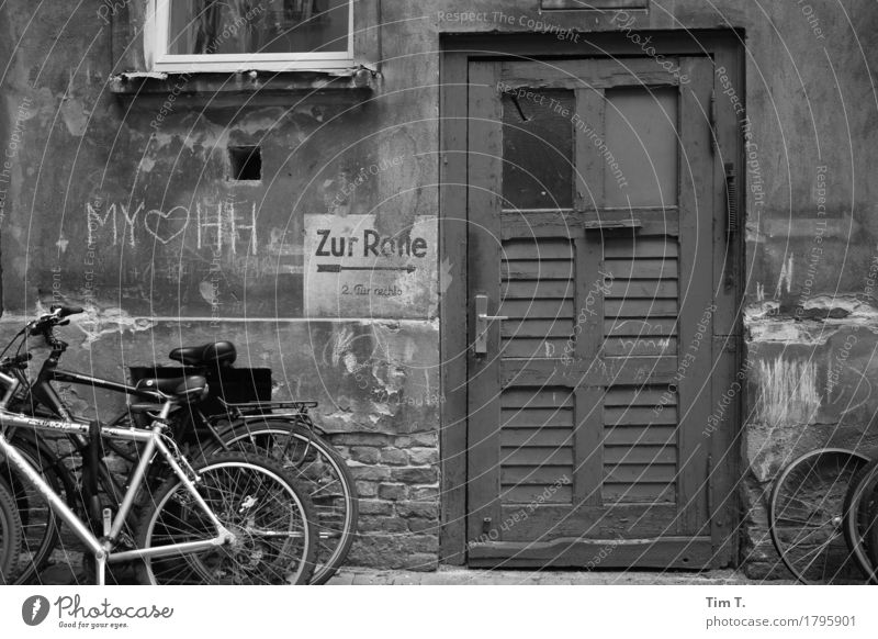 Backyard Berlin Prenzlauer Berg Town Capital city Downtown Old town Door Bicycle Courtyard Graffiti Chalk Old building Black & white photo Exterior shot