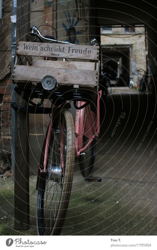 ...joy Prenzlauer Berg Berlin Town Capital city Downtown Old town Bicycle Joy Wheel Crate Wine Colour photo Exterior shot Deserted
