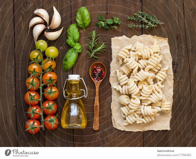 Italian pasta, vegetables, herbs and olive oil Green Red Leaf Dark Brown Fresh Table Herbs and spices Vegetable Tradition Baked goods Bottle Meal