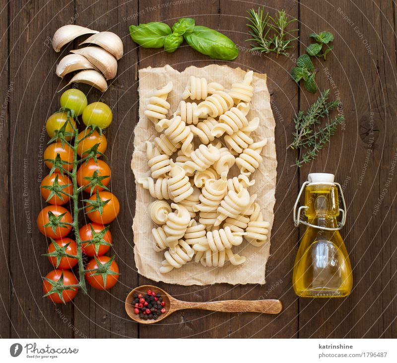 Italian pasta, vegetables, herbs and olive oil Green Red Dark Healthy Brown Fresh Herbs and spices Vegetable Tradition Baked goods Bottle Meal Vegetarian diet
