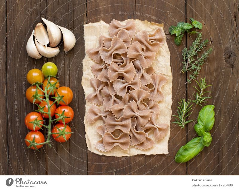 Whole wheat pasta, vegetables and herbs Green Red Dark Brown Fresh Herbs and spices Vegetable Tradition Baked goods Meal Vegetarian diet Diet Tomato Dough Raw