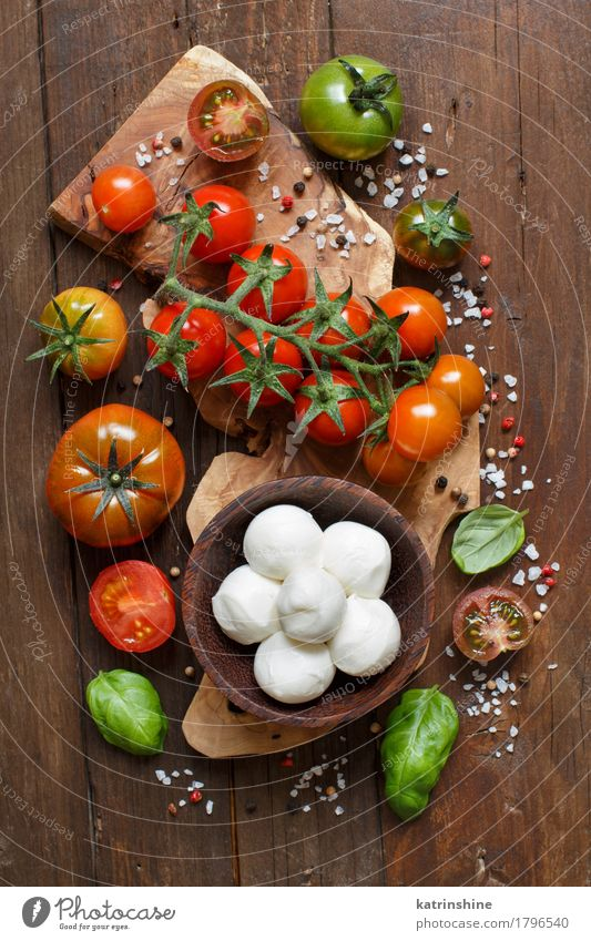 Italian cooking ingridients Green Red Natural Brown Bright Fresh Herbs and spices Vegetable Bread Bowl Bottle Meal Vegetarian diet Diet Salad Tomato