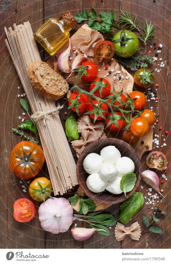 Italian cooking ingridients Green Red Brown Bright Fresh Herbs and spices Vegetable Bread Bowl Bottle Meal Vegetarian diet Diet Salad Tomato Cheese