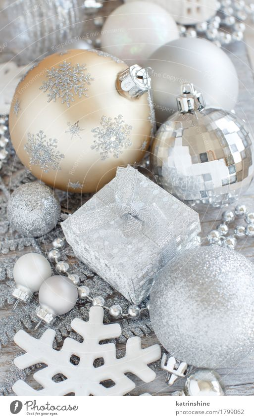 Silver and cream Christmas decorations Christmas & Advent Gray Feasts & Celebrations Design Decoration Elegant Seasons Silver Snowflake Festive Glitter Ornament Guest Paper chain