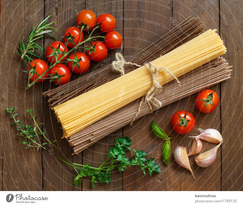 Three types of spaghetti, tomatoes and herbs Old Green Red Brown Nutrition Table Herbs and spices Vegetable Baked goods Tomato Dough Raw Ingredients Rustic