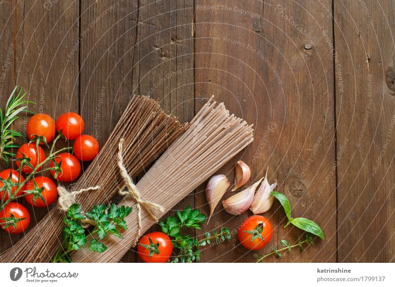 Three types of spaghetti, tomatoes and herbs Green Red Brown Nutrition Table Herbs and spices Vegetable Baked goods Tomato Dough Raw Ingredients Rustic Cooking