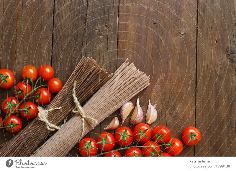 Two types of spaghetti, tomatoes and garlic Red Brown Nutrition Table Vegetable Baked goods Tomato Dough Raw Ingredients Rustic Cooking Italian Rye Spaghetti