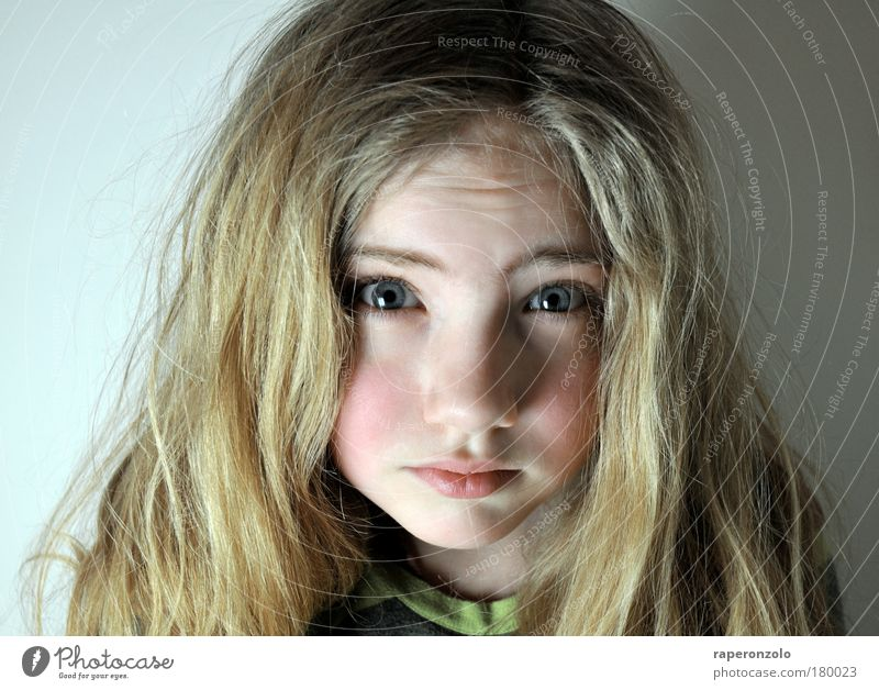 Human being Child Girl Face Hair and hairstyles Infancy Blonde Portrait photograph Facial expression 1 Long-haired Studio shot Loyalty Deception Innocent Lovely