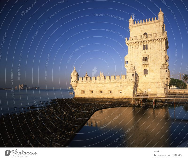 Old Water Blue White Vacation & Travel Architecture Facade Large Tourism River Manmade structures Historic Beautiful weather Landmark Navigation