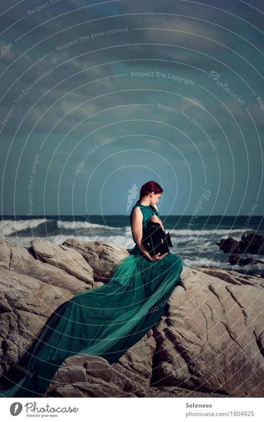 Being the sea Harmonious Contentment Senses Relaxation Calm Adventure Far-off places Human being Feminine Woman Adults 1 Nature Sky Clouds Horizon Rock Waves