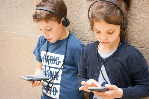 audio guide Parenting Education Science & Research School Study Student Success To talk Team Headset Child Brothers and sisters Family & Relations Friendship