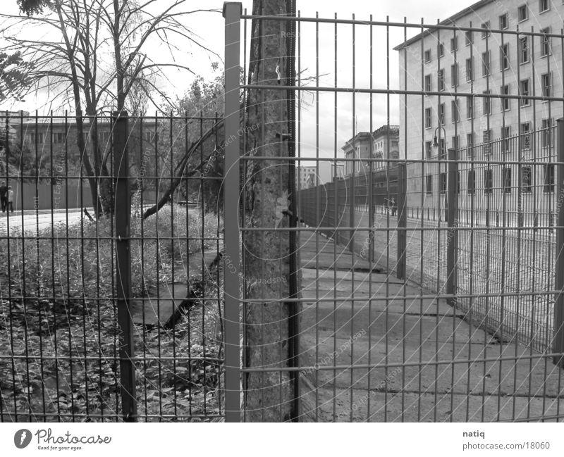 East vs. West Wall (barrier) Historic Berlin