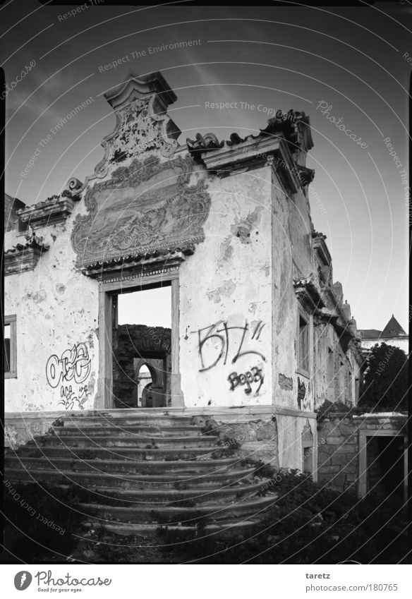 No title Black & white photo Exterior shot Deserted Evening Twilight Central perspective azulejos Portugal Detached house Ruin Farmhouse Wall (barrier)