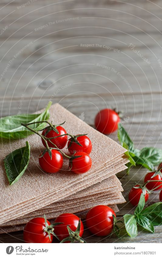 Raw lasagna sheets,basil and cherry tomatoes Old Green Red Design Nutrition Table Vegetable Restaurant Tradition Baked goods Tomato Dough Beige Ingredients