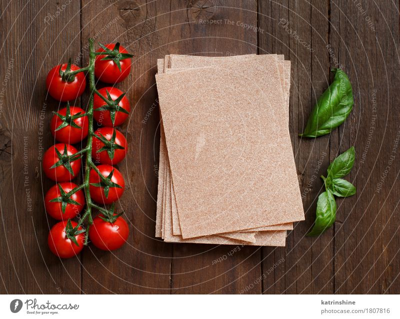 Whole wheat lasagna sheets, tomatoes and basil Green Red Leaf Dark Healthy Brown Fresh Table Italy Herbs and spices Vegetable Tradition Baked goods Meal