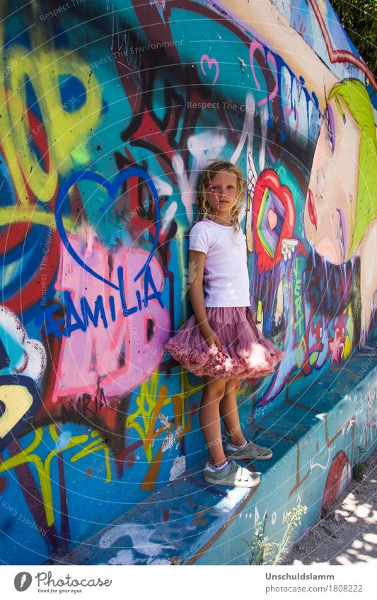 family Lifestyle Style Human being Child Girl Family & Relations Infancy 3 - 8 years Art Wall (barrier) Wall (building) Sign Characters Graffiti Heart