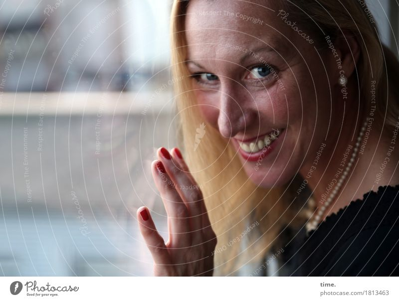 Yvonne Feminine 1 Human being Architecture Jewellery Blonde Long-haired Observe To hold on smile Laughter Looking Friendliness Happiness luck already