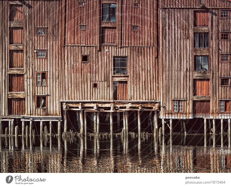 City Old Water House (Residential Structure) Warmth Architecture Wood Building Retro Historic Elements Manmade structures Old town River bank Rich Famousness
