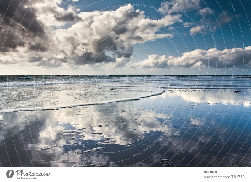 Nature Water Vacation & Travel Summer Ocean Beach Clouds Calm Far-off places Relaxation Climate Life Autumn Coast Reflection Horizon