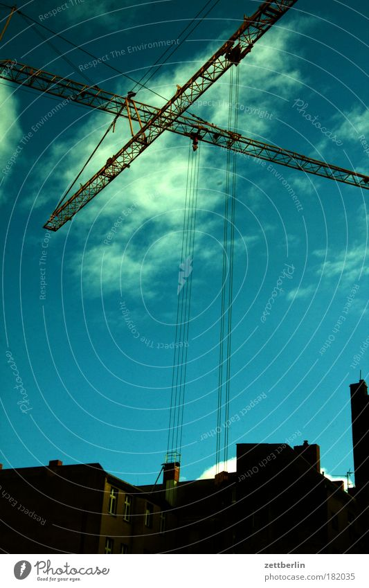 Sky House (Residential Structure) Clouds City Construction site Physics Skyline Weight Science & Research Crane Vacancy Copy Space New building Illicit work