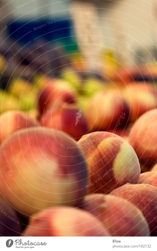 Autumn Fruit Fresh Round Delicious Markets Vitamin Supermarket Versatile Peach Fruit- or Vegetable stall