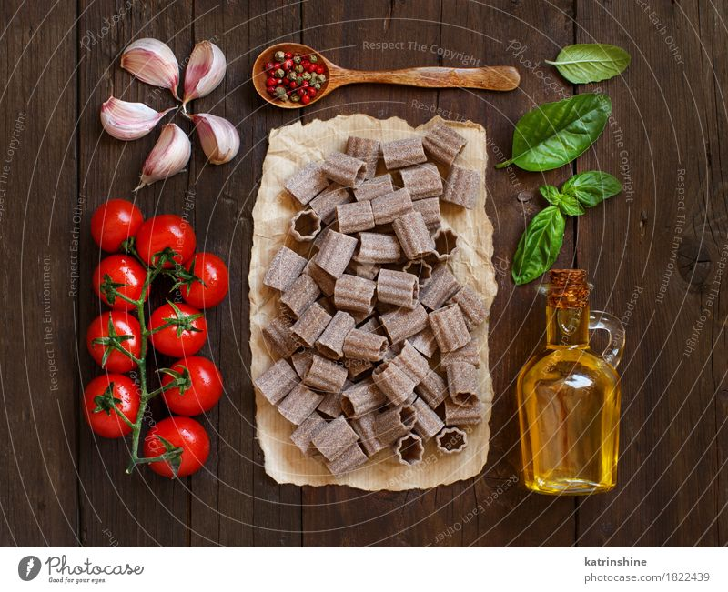 Whole wheat pasta, vegetables, herbs and olive oil Vegetable Dough Baked goods Herbs and spices Cooking oil Vegetarian diet Diet Italian Food Bottle Table Leaf