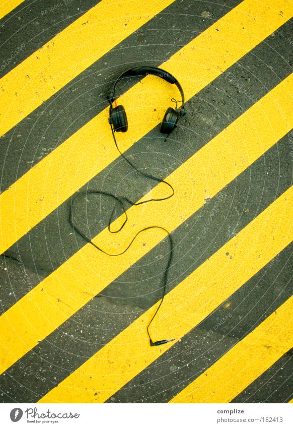 Hang the Dj Youth culture Subculture Music Listen to music Places Street Line Stripe Leisure and hobbies Headphones Volume Techno Hip-hop Bans Colour photo