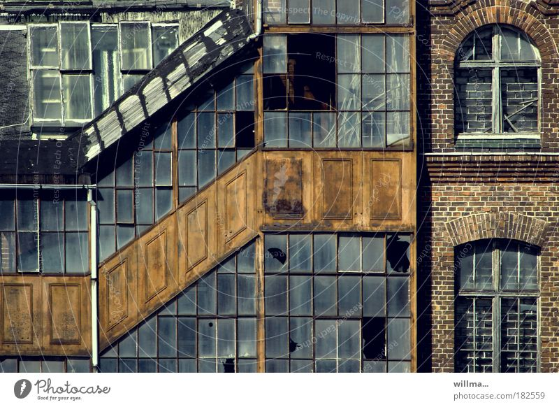 NYC in Chemnitz Industry Industrial plant Factory Manmade structures Building Architecture Wall (barrier) Wall (building) Window Stagnating Decline Transience