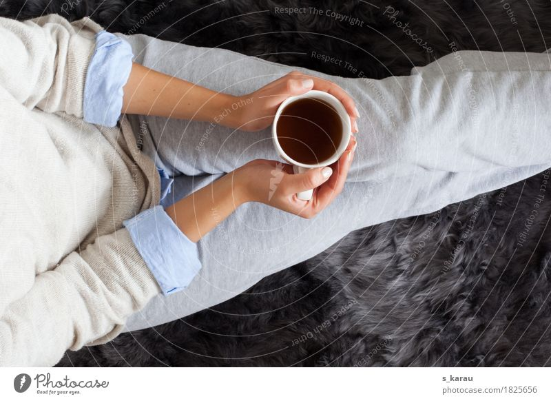 time-out Beverage Lifestyle Leisure and hobbies Winter Living or residing Flat (apartment) Living room Woman Adults Tracksuit bottoms Relaxation Warmth Moody