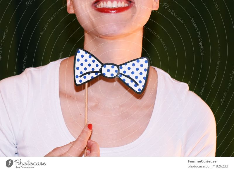 Fly_1826233 Feminine Young woman Youth (Young adults) Woman Adults Human being 18 - 30 years Joy Good mood Happiness Party Party mood Party guest Bow tie