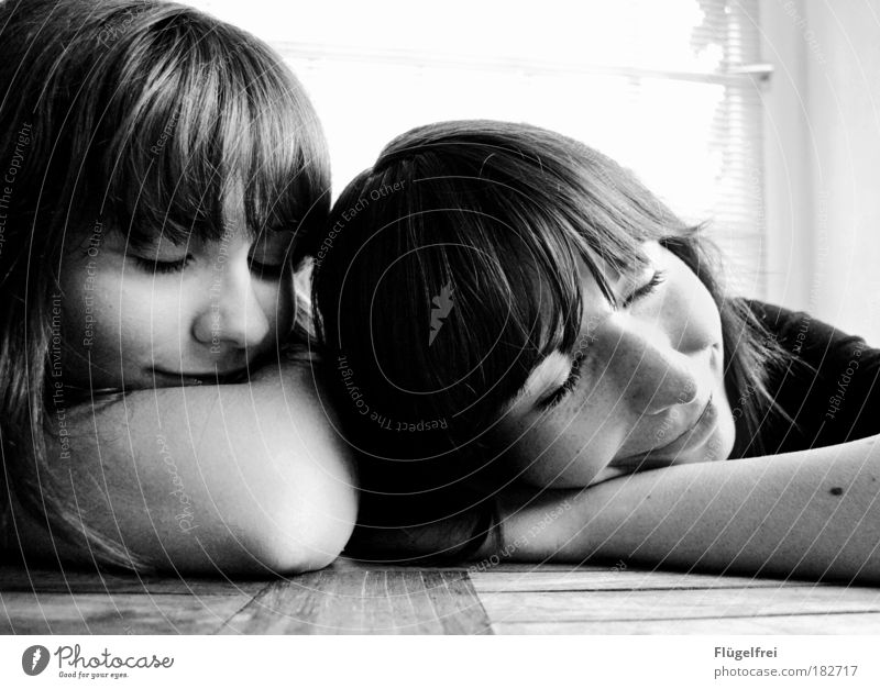 2 for u, 1 for me Feminine Sister Human being 18 - 30 years Youth (Young adults) Adults Dream Brothers and sisters Contrast Smiling Sleep Together To enjoy