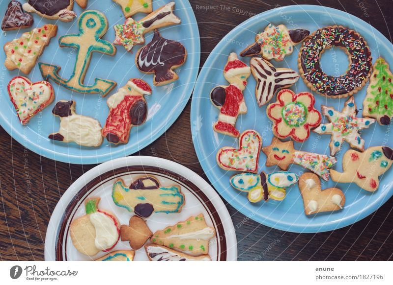 *Christmas cookies* III Food Dough Baked goods Candy Chocolate Nutrition To have a coffee Vegetarian diet Slow food Finger food Plate Handcrafts