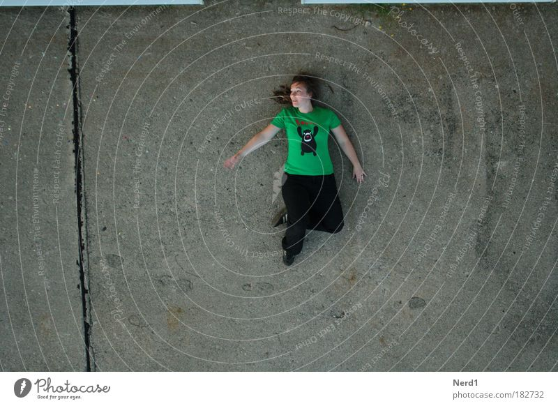 from above Green Woman Ground T-shirt Bird's-eye view Lie Contentment Bright background Full-length Serene Copy Space left Copy Space right Copy Space bottom