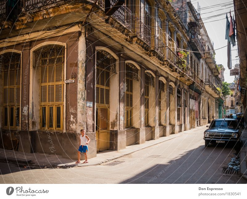 Centro Habana II Vacation & Travel Tourism Far-off places City trip Summer Boy (child) 1 Human being Cuba Havana Town Capital city Old town