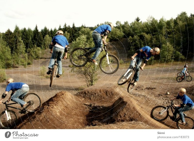 360 degree rotation Colour photo Exterior shot Experimental Copy Space top Central perspective Profile Looking away Style Bicycle Mountain bike Stunt Trick