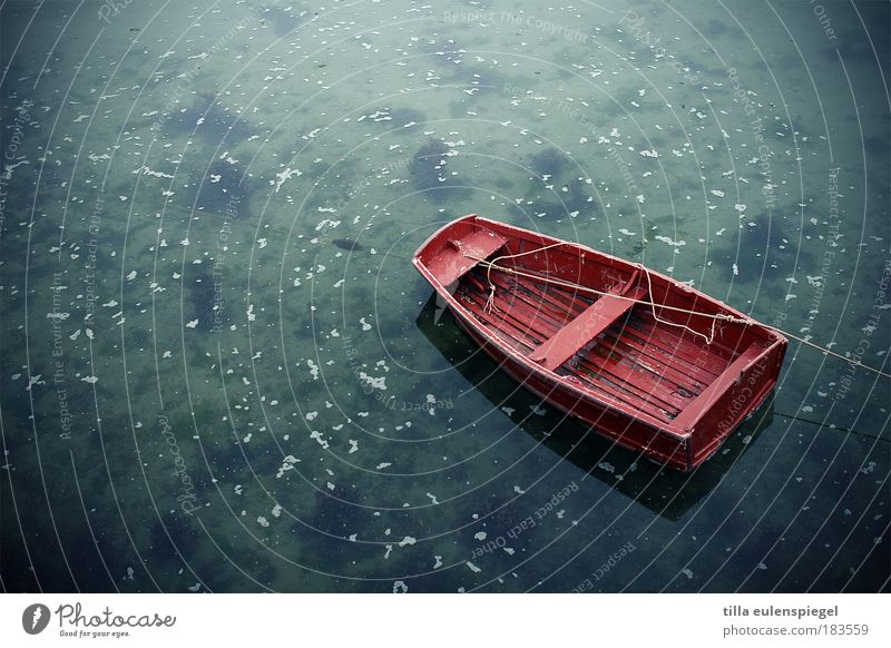 (k)a bright red rubber boat Colour photo Exterior shot Deserted Copy Space left Copy Space top Copy Space bottom Neutral Background Day Bird's-eye view
