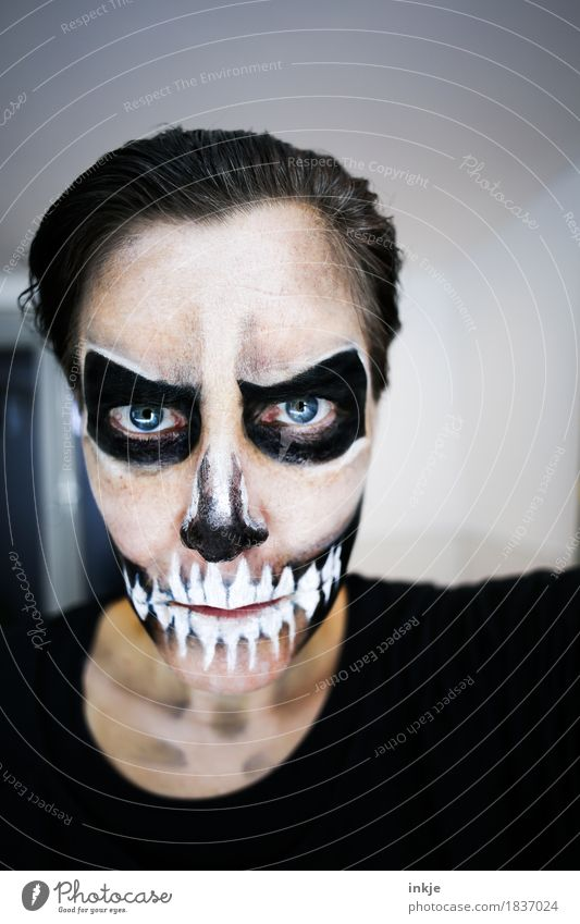 Day of the Dead Entertainment Party Carnival Hallowe'en Woman Adults Life Face 1 Human being 30 - 45 years Make-up Stage make-up Death's head Mask Looking