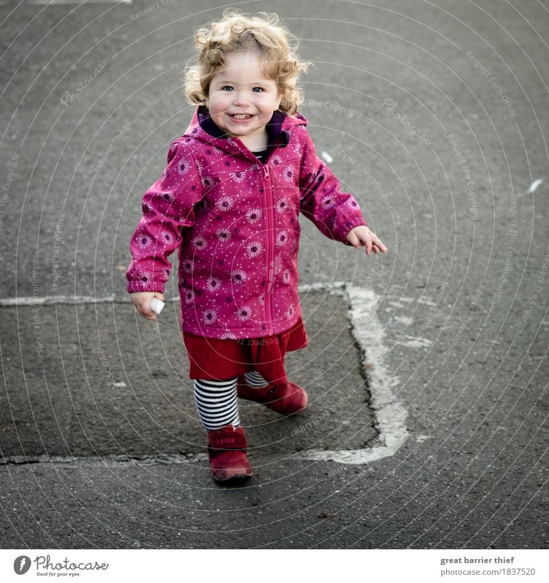 Child paints on asphalt... Human being Feminine Toddler Girl Family & Relations Infancy Life 1 1 - 3 years Skirt Jacket Footwear Hair and hairstyles Brunette