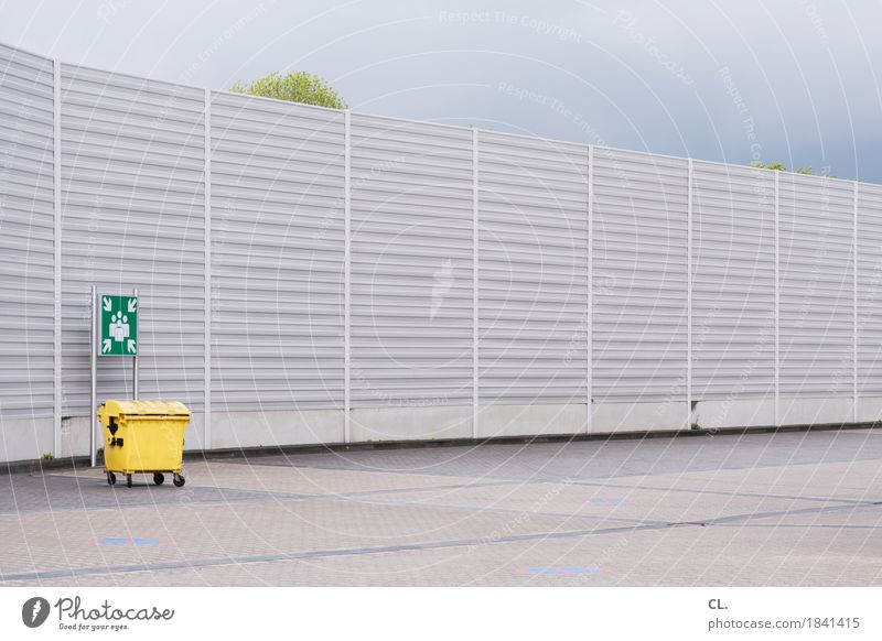 Sky Tree Clouds Yellow Wall (building) Wall (barrier) Gloomy Signs and labeling Signage Trash Trash container Warning sign