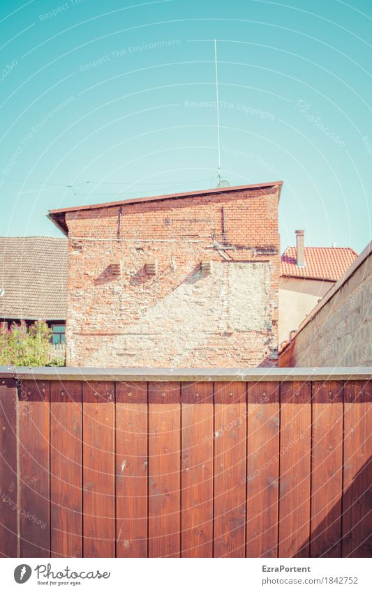 backyard Sky Cloudless sky Small Town House (Residential Structure) Gate Manmade structures Building Architecture Wall (barrier) Wall (building) Facade Door