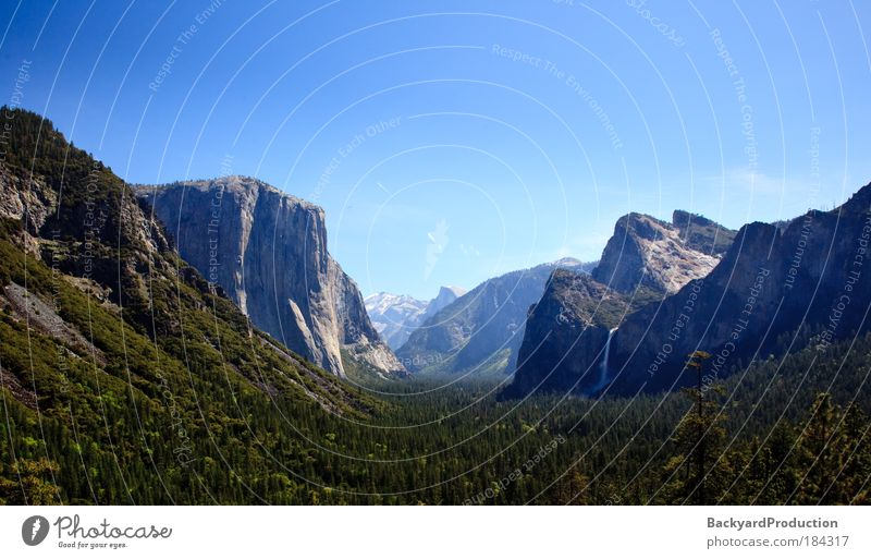 Overview of Yosemite valley on clear blue sunny day Colour photo Exterior shot Deserted Morning Contrast Sunrise Sunset Back-light Panorama (View) Wide angle