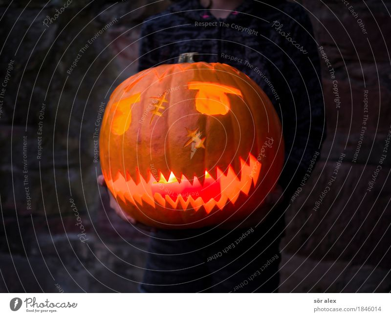 Artificial smile Hallowe'en Party Event Human being Child 1 To hold on Aggression Threat Dark Creepy Crazy Anger Orange Emotions Sadness Death Pain Fear