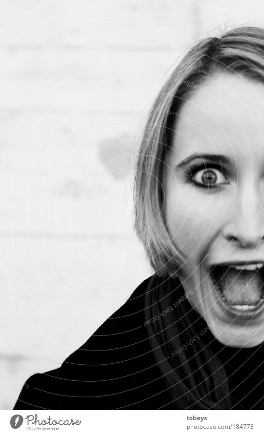 Scream! Parenting University & College student Feminine Young woman Youth (Young adults) 18 - 30 years Adults Creepy Emotions Fear Fear of death Dangerous