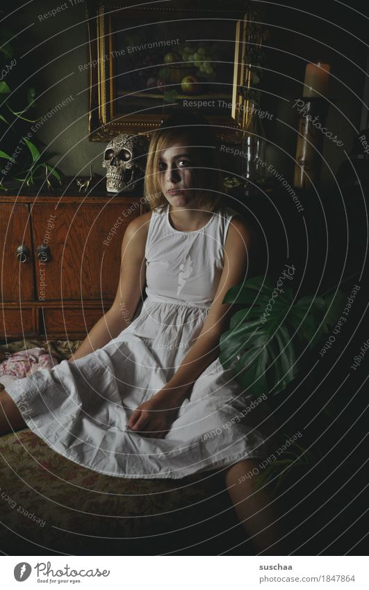 she just wants to play ... Child Girl Youth (Young adults) Young woman Infancy Puberty cladding Creepy Hallowe'en Carnival Stage play Make-up Dark Sadness Death