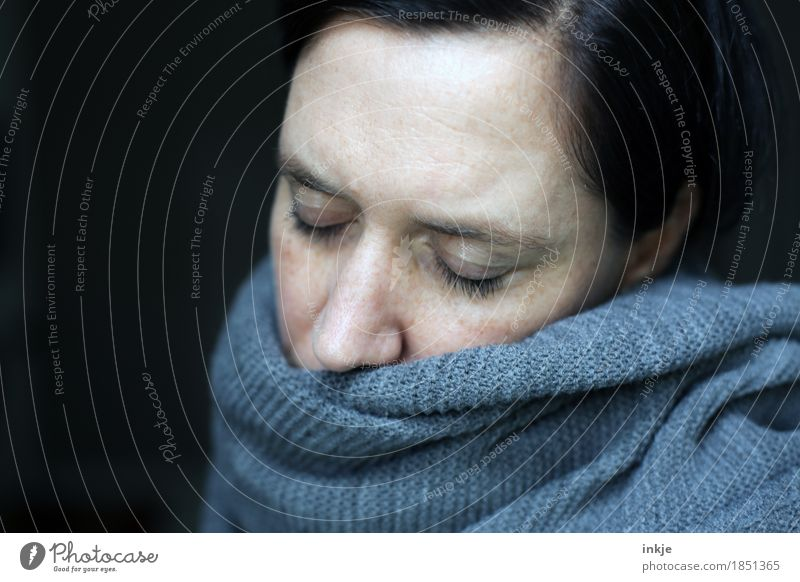 * yawn* Lifestyle Leisure and hobbies Woman Adults Face 1 Human being 30 - 45 years Scarf Knitting pattern Sleep Dream Sadness Cold Cuddly Illness Warmth Soft