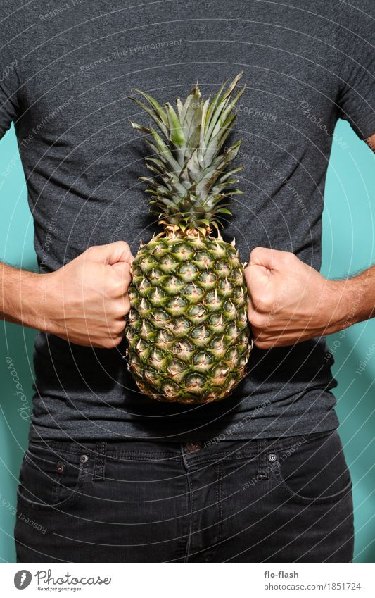 Making pineapples II Food Fruit Pineapple Organic produce Vegetarian diet Diet Human being Masculine Young man Youth (Young adults) Man Adults 1 18 - 30 years